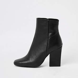 River Island Black leather block heel chelsea boot