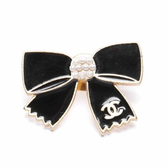 Chanel Gold Metal Pins & brooches