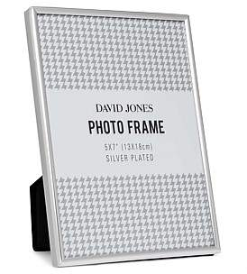 "David Jones {@@=Ist. Core. Helpers. StringHelper. ToProperCase(""Simple' Metal Photo Frame, 5 x 7""/ 13 x 18 cm"")}"