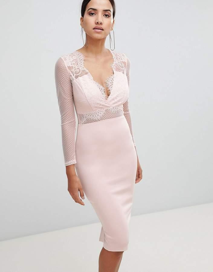 – Figurbetontes, tailliertes Midi-Kleid mit langen Ärmeln