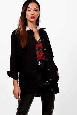 Petite Becca länger-geschnittene Denim Jacke mit Borg-Kragen in Schwarz