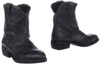 Otö Ankle boots