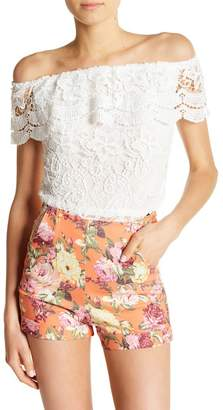 SWEET RAIN Off-the-Shoulder Lace Tee