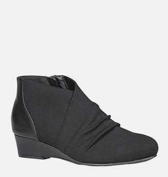Avenue Rayna Stretch Low Wedge Shoe