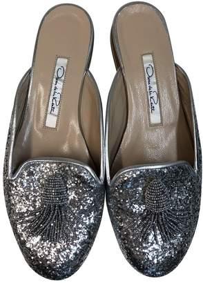 34ba6b63d27f Oscar de la Renta Silver Glitter Flats