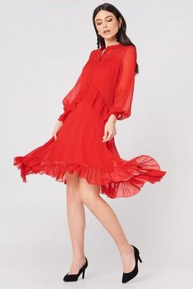 Na Kd Trend Side Dipp Frill Dress