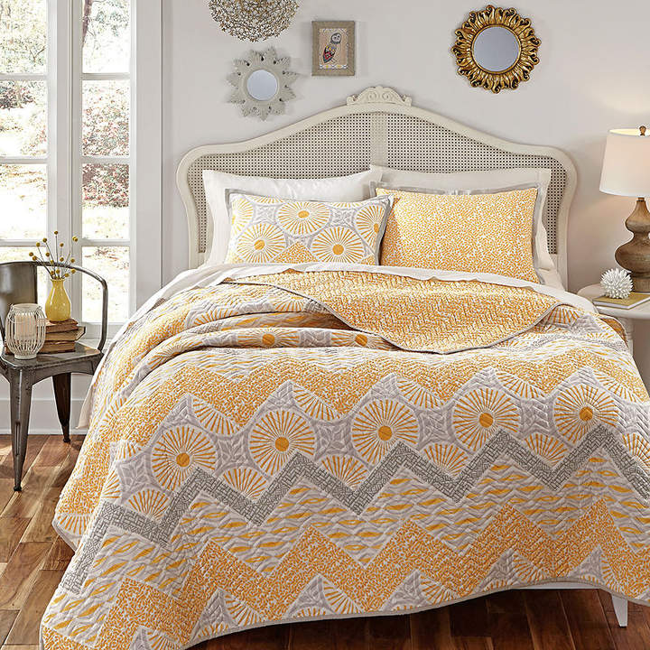 KD SPAIN KD Spain Sunnyside Reversible Chevron Quilt Set