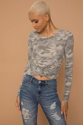 KENDALL + KYLIE Ardene Kendall & Kylie Knotted Camo Crop Top
