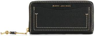 Marc Jacobs logo continental wallet