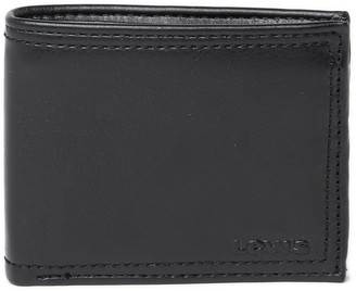 Levi's RFID Leather Traveler with Zip Wallet