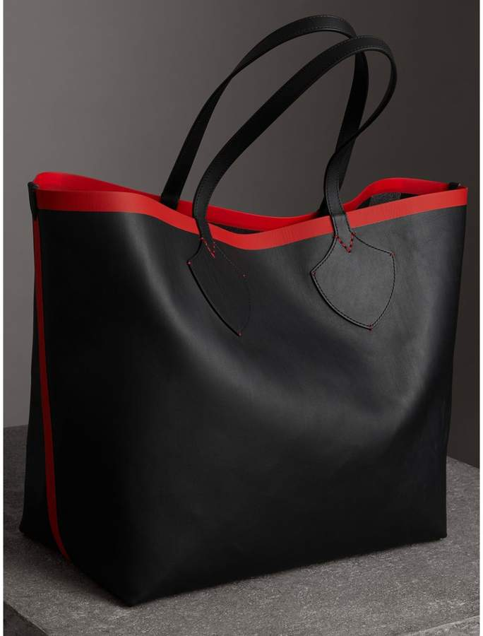 a6d45e31306c Burberry The Giant Reversible Tote in Canvas Check and Leather detail image