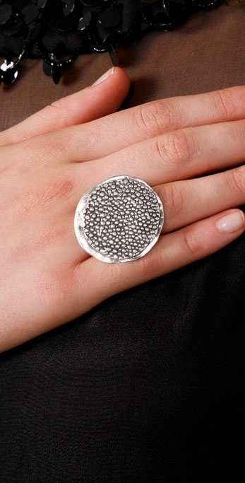 Lauren Wolf Stingray Disc Ring