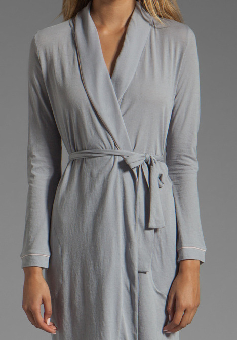 Only Hearts Club Organic Cotton Piped Short Robe in Pebble/Bone