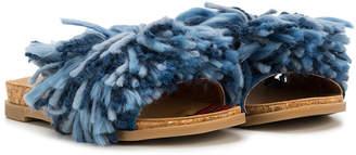 UGG yarn detail slides