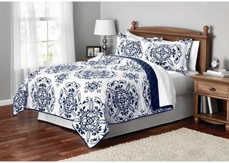 Mainstays Classic Leaf Damask Patterned Quilt, Full/Queen, Blue