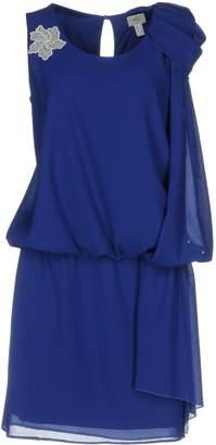 Casting Short dresses