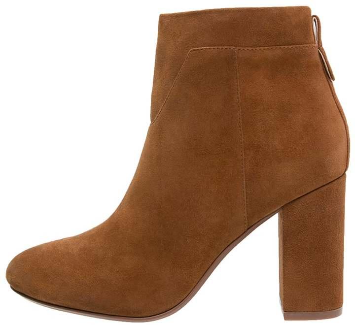 kiomi ankle boots cognac women. Black Bedroom Furniture Sets. Home Design Ideas