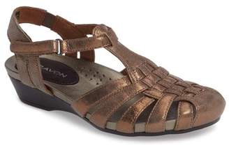 Aravon Standon Fisherman Sandal
