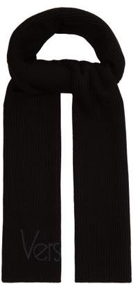 Versace Logo Embroidered Ribbed Knit Wool Scarf - Mens - Black