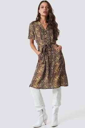 Na Kd Trend Snake Print Belt Satin Dress Snake
