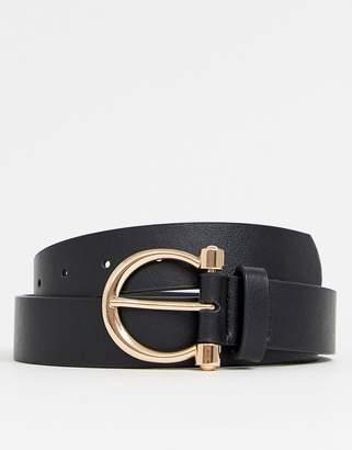 Asos Design DESIGN faux leather slim belt in black with gold horseshoe buckle