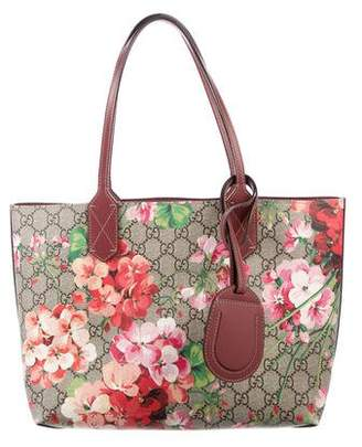 c5082cb7d297 Gucci Small Reversible GG Blooms Tote