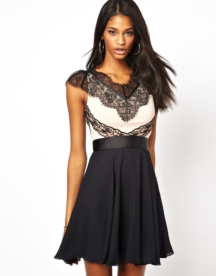 Elise Ryan Contrast Skater Dress in Eyelash Lace