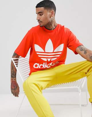 adidas adicolor Oversized T-Shirt In Boxy Fit In Red CW1213