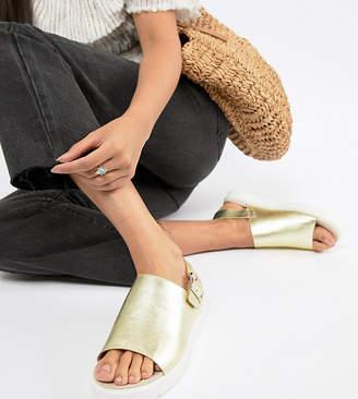 Monki metallic flatform sandals in Gold