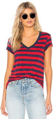 Levi's Essential V Neck Tee