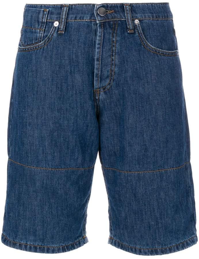 Jeansshorts mit aufgerolltem Saum