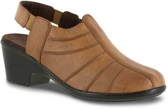 Easy Street Shoes Manner Slip-On - Women's