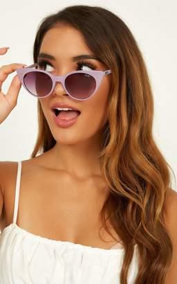 Showpo Quay - Aphrodite Sunglasses In Violet Sunglasses