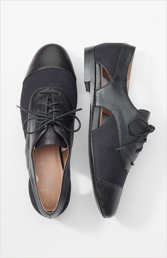 Cutout canvas oxfords