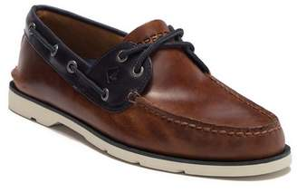 Sperry Leeward 2-Eye Leather Yacht Club Boat Shoe - Wide Width Available