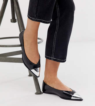 Logan Asos Design ASOS DESIGN Wide Fit pointed ballet flats with toe cap in black