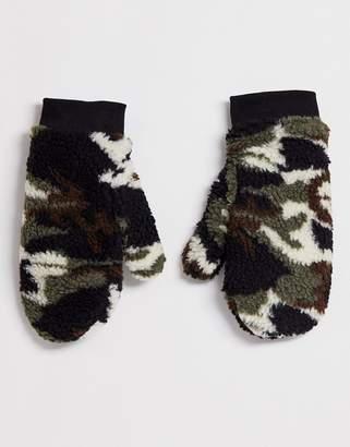 Asos Design DESIGN camouflage borg mittens