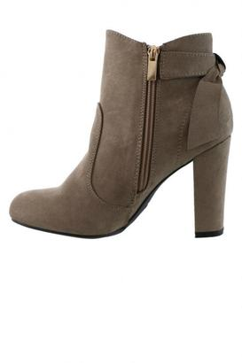 Bamboo Suede Bow Boots $39.50 thestylecure.com