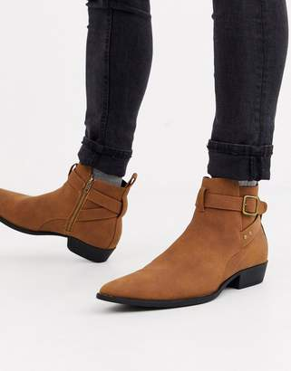 Asos Design DESIGN stacked heel chelsea boots in tan faux suede with buckle detail