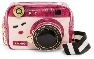 Betsey Johnson Close Up Crossbody $88 thestylecure.com