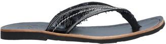 O.x.s. Toe strap sandals