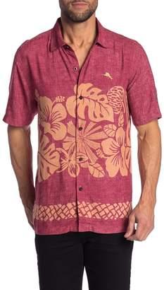 Tommy Bahama Team Sports Collegiate Tiki Patterned Short Sleeve Trim Fit Shirt