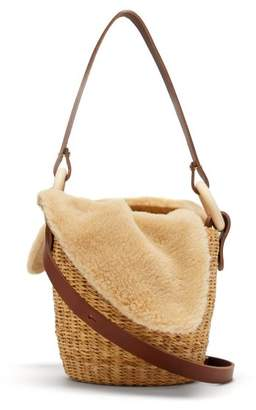 Muun Seau Shearling And Woven Straw Bucket Bag - Womens - Beige