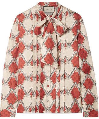 3144c726c22c01 Gucci Pussy-bow Pintucked Printed Silk-twill Blouse - Red