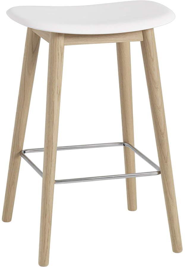 Muuto - Fiber Barhocker, Holzgestell H 65 cm, Eiche natur / Weiß