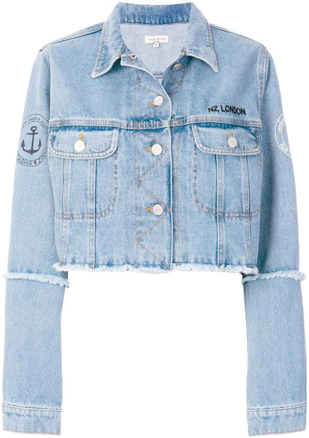 Cropped-Jeansjacke mit ausgefranstem Saum