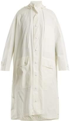 Opera raincoat