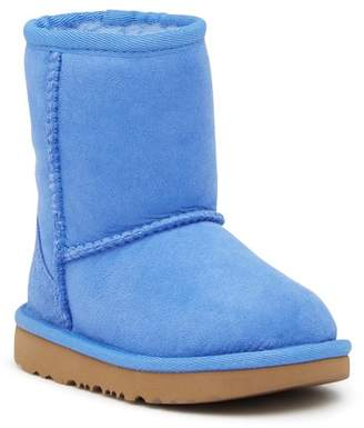UGG Classic II Water Resistant Genuine Shearling Boot (Toddler & Little Kid)