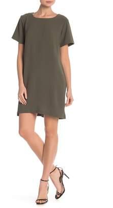 Bobeau Short Sleeve Crepe Shift Dress
