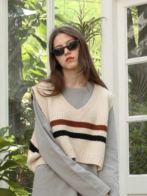 [UNISEX]Stripe Crop Knit Vest Light Beige